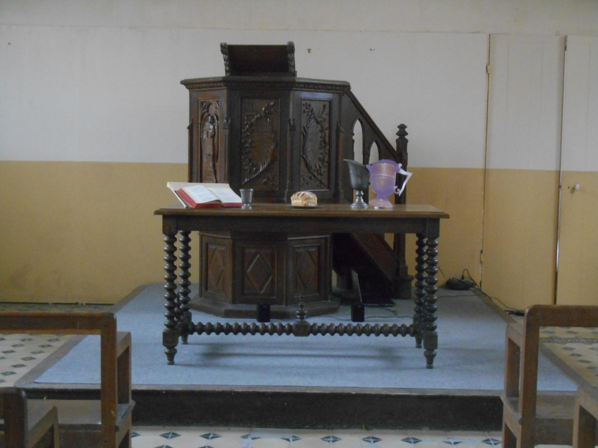 Chaire du temple de Monneaux