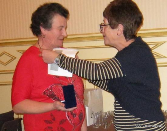 remisede-medaille-de-vermeil-30-ans-per-madame-le-maire-de-jaulg-003-001.jpg
