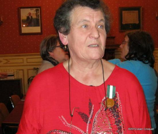 remisede-medaille-de-vermeil-30-ans-per-madame-le-maire-de-jaulg-013-001.jpg